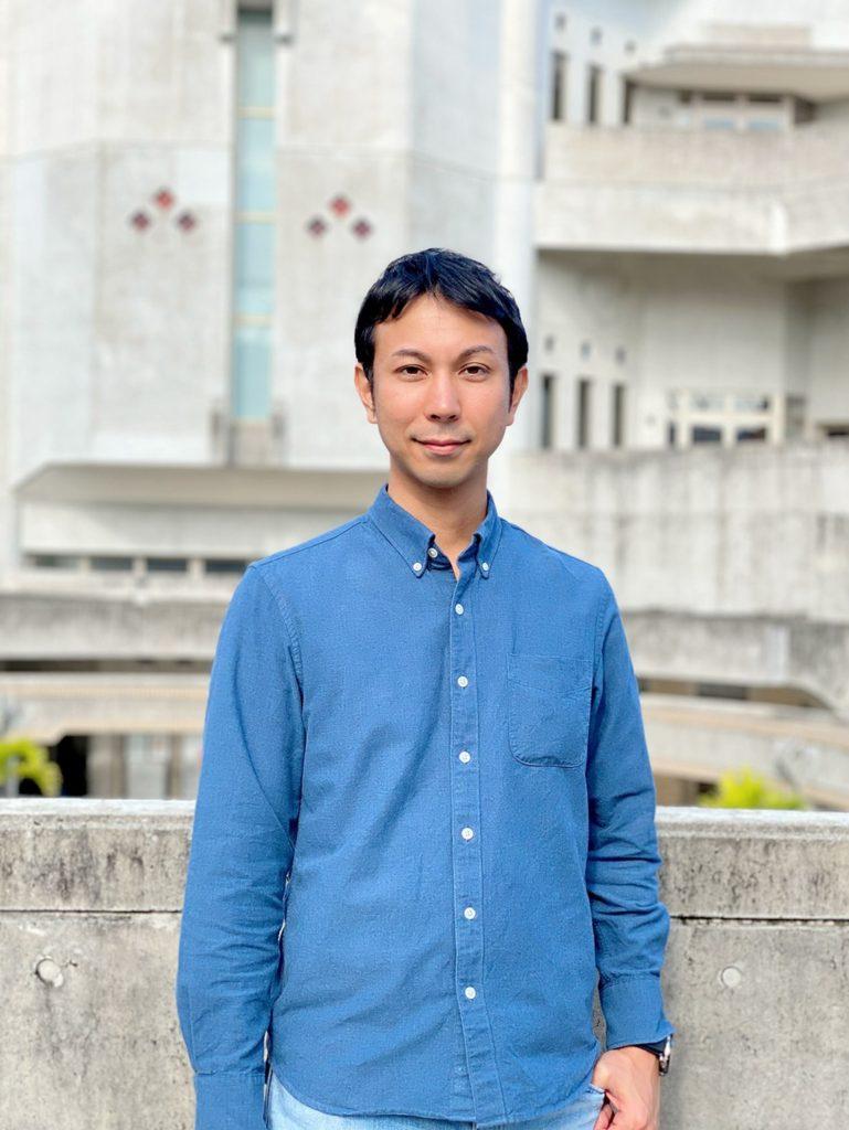 にしひらとしひさ 写真 沖縄県糸満市劇団リバースザワールド